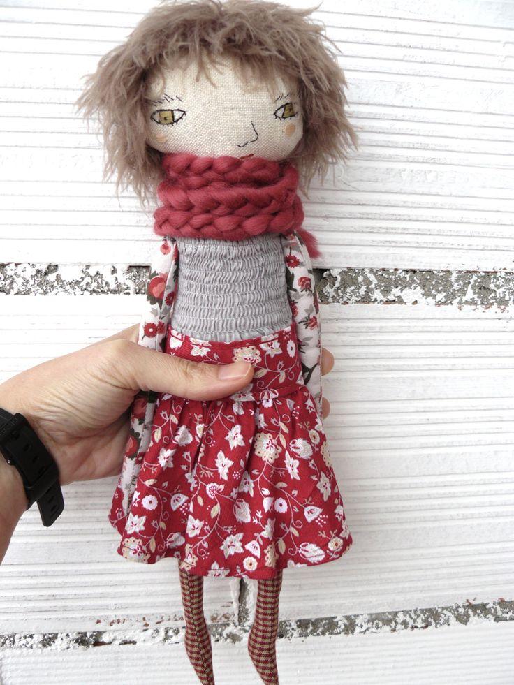 Muñeca de lino y algodón. 32 cm. Bufanda de alpaca. de AntonAntonThings en Etsy