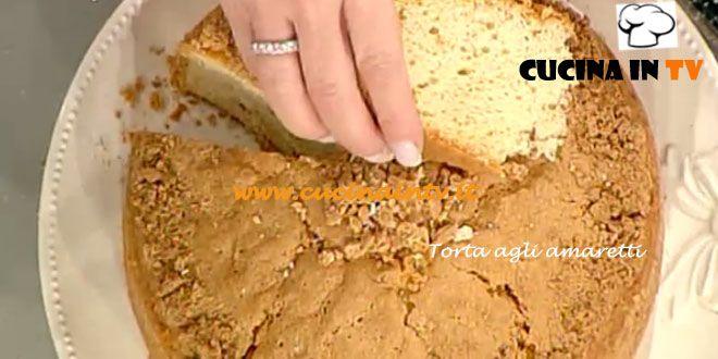 Ecco la ricetta di Anna Moroni della Torta agli amaretti preparata all'interno della trasmissione di cucina La Prova del Cuoco in onda su Rai Uno.