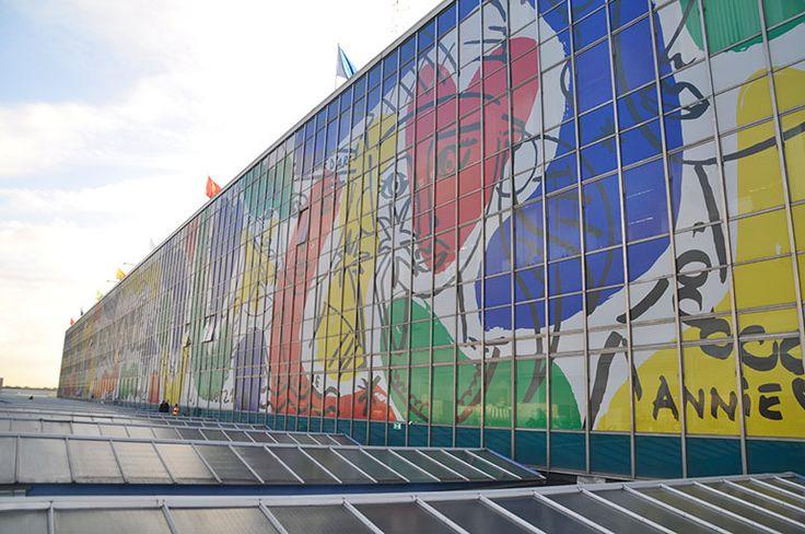 La façade artistique d'Orly Sud par Jean-Charles de Castelbajac
