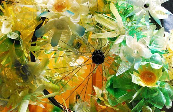Anthropologie plastic bottle flowers on a bicycle wheel // cool!