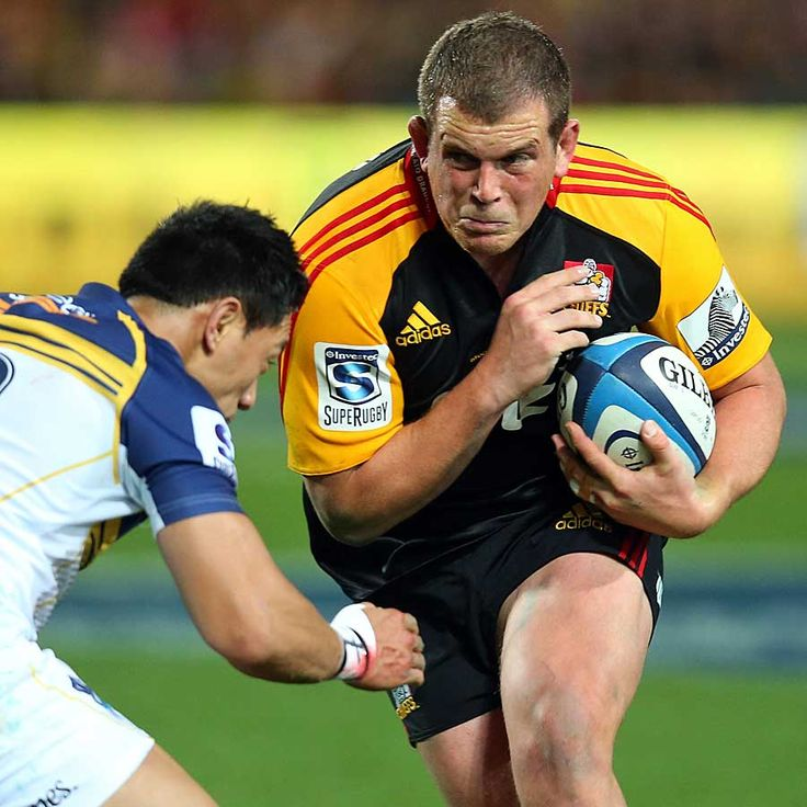 The Chiefs Toby Smith Runs At Christian Leali Ifano Love Rugby Visit My Blog Www Rocky Rugby Com Rugby Men Super Rugby Rugby Players