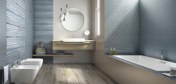 carrelage bleu et mosaïque décorative en bleu dans la salle de bains