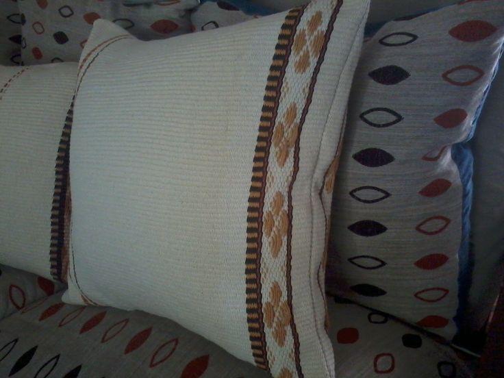 almohadones en telar