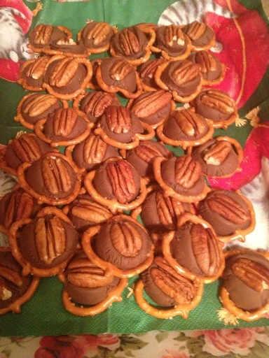 Super easy rolo pretzels.    #rolo #pretzels #rolopretzels #christmas #dessert