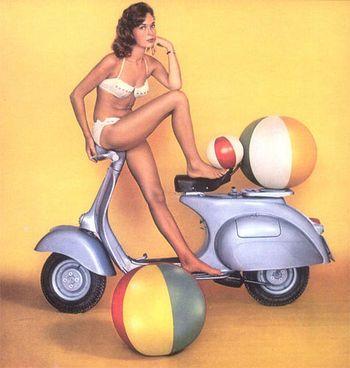 Las scooter están de vuelta con todo a pesar de que son recordados como los primeros modelos de motocicletas...  No incluye chica en pelotas...