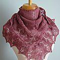 Ces dernières semaines, j'ai tricoté un joli duo d'Ishbel Laine Holst Garn 100% laine coloris Damask et Allium Aiguilles 4.5 mm