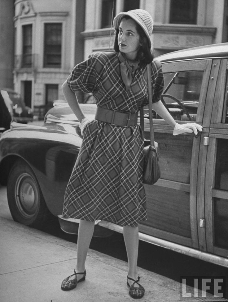 These photographs were shot by fashion photographer Nina Leen for LIFE  magazine in 1946, and it seems that back in the day, people liked ma...