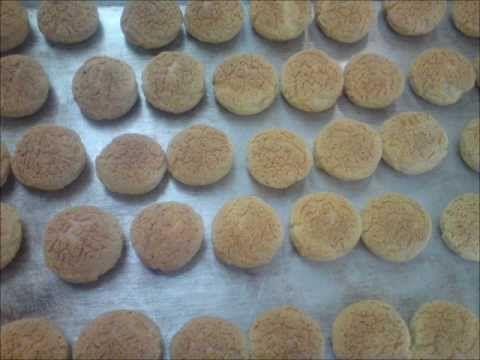 La pâte à craquelin (pour pâte à choux) - Apprendre la pâtisserie - YouTube