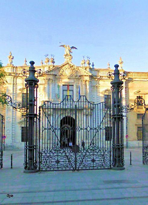 Verja de entrada a la Real Fábrica de Tabacos, Sevilla, España