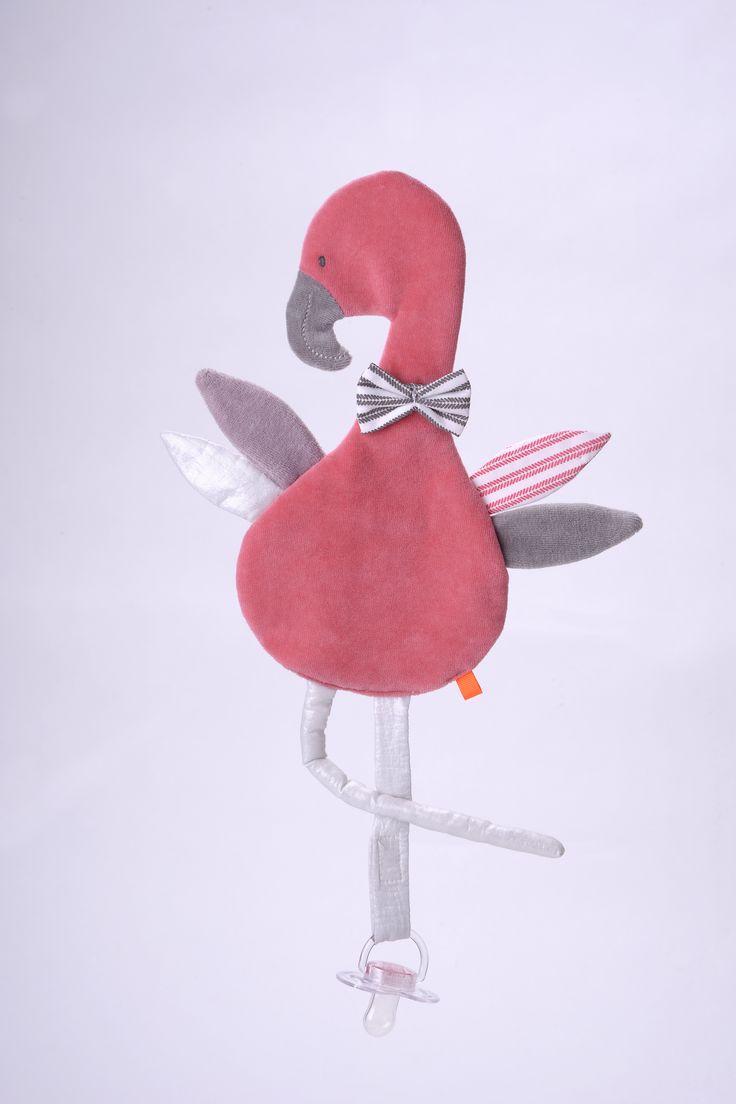 Entzückendes FLAMINGO Schnullertuch zum schmusen aus dem Hause KIKADUDas liebevoll gestaltete FLAMINGO Schnullertuch aus der neusten Kollektion von KIKADU wird ihr Baby begeistern. Mit seiner Fliege, den 4 Flügeln (2 mit Knisterfolie)...
