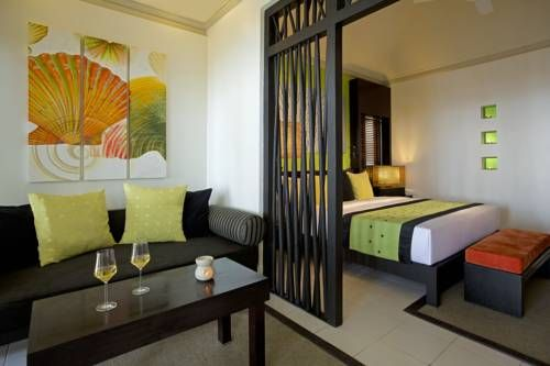 Angsana Ihuru Resort This top-notch Maldivian property rests peacefully on the Ihuru Island. Enjoy complete tranquility from the tropical setting combined by dramatic views of the palm-fringed beaches