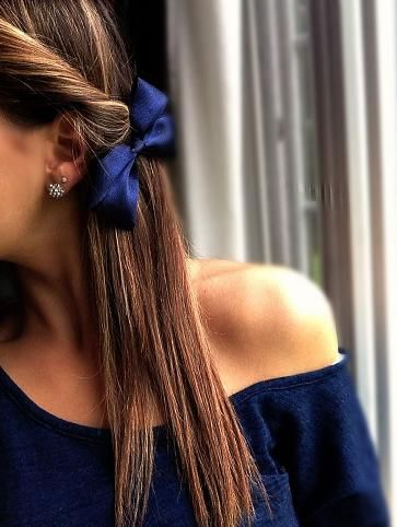 Side-twist and a bow.