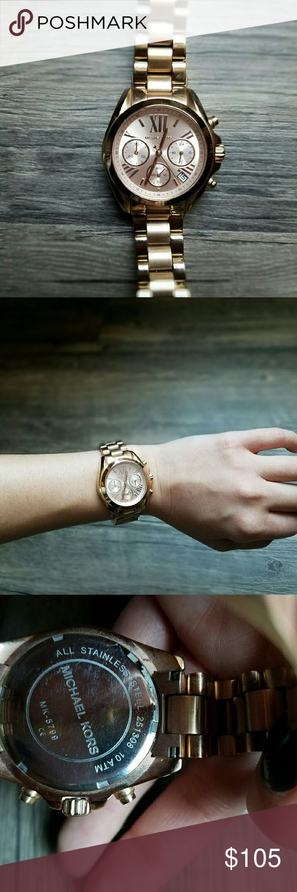 Micheal Kors rose gold women's watch A beautiful classic Michael Kors large face watch in a rose gold color that compliments all skin tones. This watch does require a new battery. There is light wear on the banding (Please see last picture) but there is none on the face of the watch. Great as a holiday gift for you or your loved ones! Offers welcome! Michael Kors Accessories Watches