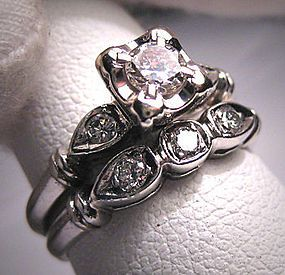 Antique Platinum Wedding Ring Set Vintage Art Deco Band - This ring looks like a more modern version of my grandmothers wedding ring! <3