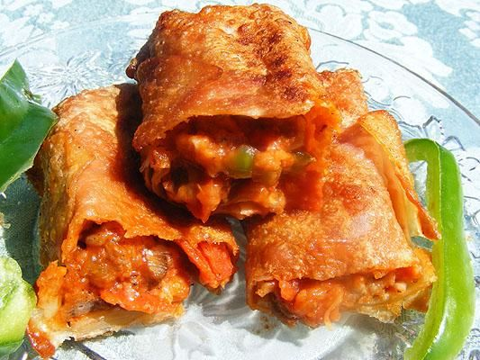 Freezer Meals: Amazing Homemade Pizza Rolls! from Food.com:   My DH loves those frozen Tony's Pizza Rolls....I'll eat them too, but....what exactly is in them?? We probably don't want to even know! These are MUCH better and at least we know what we're eating!! Buy extra sauce for dipping if you'd like, but they really don't need it. Also, add/omit any ingredients you like or don't like. Make them to your own taste of course. This is what we like in them.: Recipes Dinners, Pizza Rolls Recipes, Egg Rolls, Eggs Rolls Wraps, Amazing Homemade, Everyday Recipes, Eggs Rolls Wrappers, Homemade Pizza Rolls, Pizza Roll Recipes