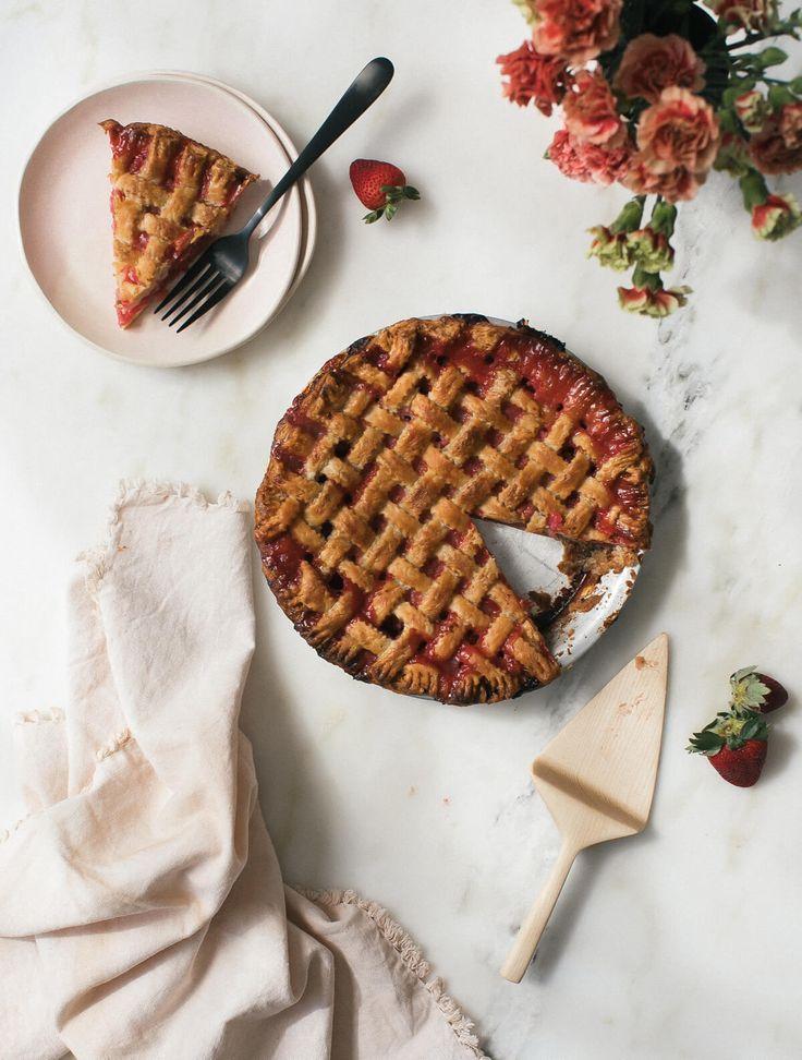 Rhabarber-Erdbeer-rosa Pfefferkorn-Torte - eine gemütliche Küche
