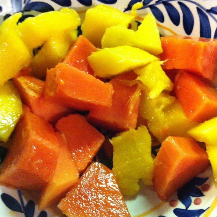 What's in your plate? Fresh cut papaya and mango. The perfect summer snack.