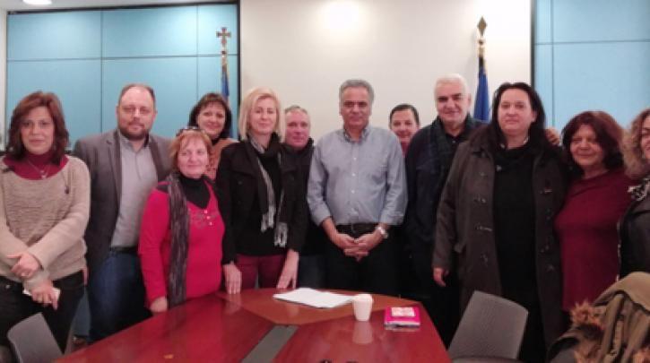 Συνάντηση Π. Σκουρλέτη με την ΟΙΥΕ και εργαζόμενες στην καθαριότητα των δημόσιων σχολείων :: left.gr