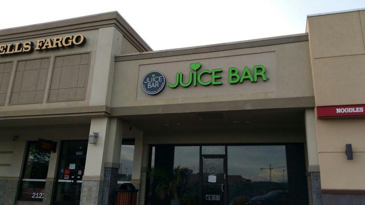 The Chrisley's Juice bar Green Hills Mall  Nashville,TN  June 2016
