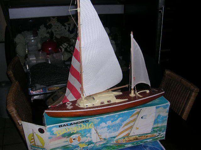voilier vintage , canot de bassin BALANDRO grand modele
