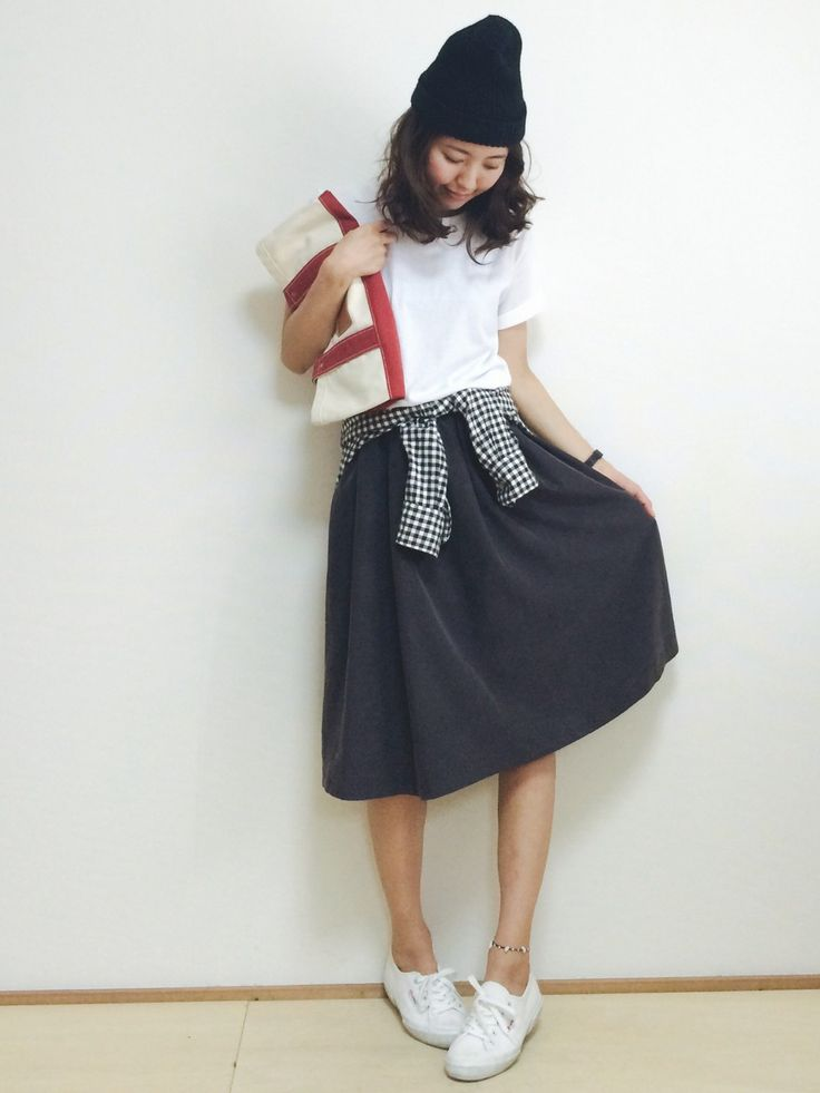 Tシャツ+スカート+スニーカー