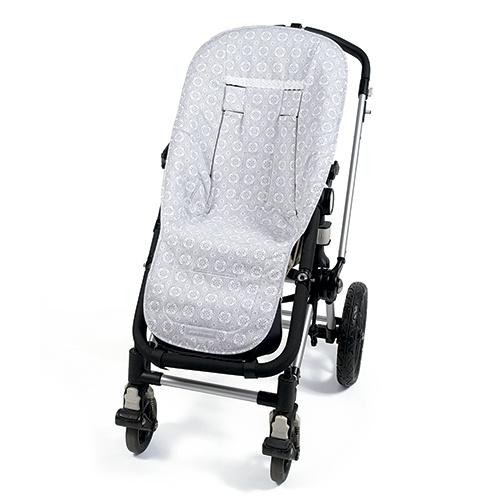 FUNDA SILLA UNIVERSAL LILI GRIS. Funda ideal en mosaico gris para cubrir la silla de paseo. Gracias a la capa anti-sudoración Aerosleep evita la sudoración excesiva del bebé y protege la silla haciendo el paseo más confortable. Completamente adaptable a la mayoría de sillas de paseo.  Las fundas de sillas de paseo están fabricadas conforme a las más exigentes normativas europeas. Los materiales utilizados son libres de colorantes azoicos y sustancias nocivas para la sa...