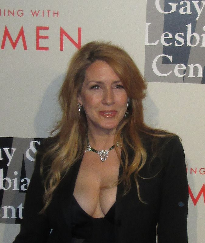 UMMM, Joely Fisher is looking quite well in 2014. Does Carrie Fisher know about this??