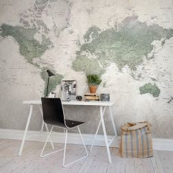 Do you remember the school maps? The zealously accounting and heavily used ones? Here, we have one of those as a wall mural. Beautiful and well-used, and in some places the paper has even developed holes.