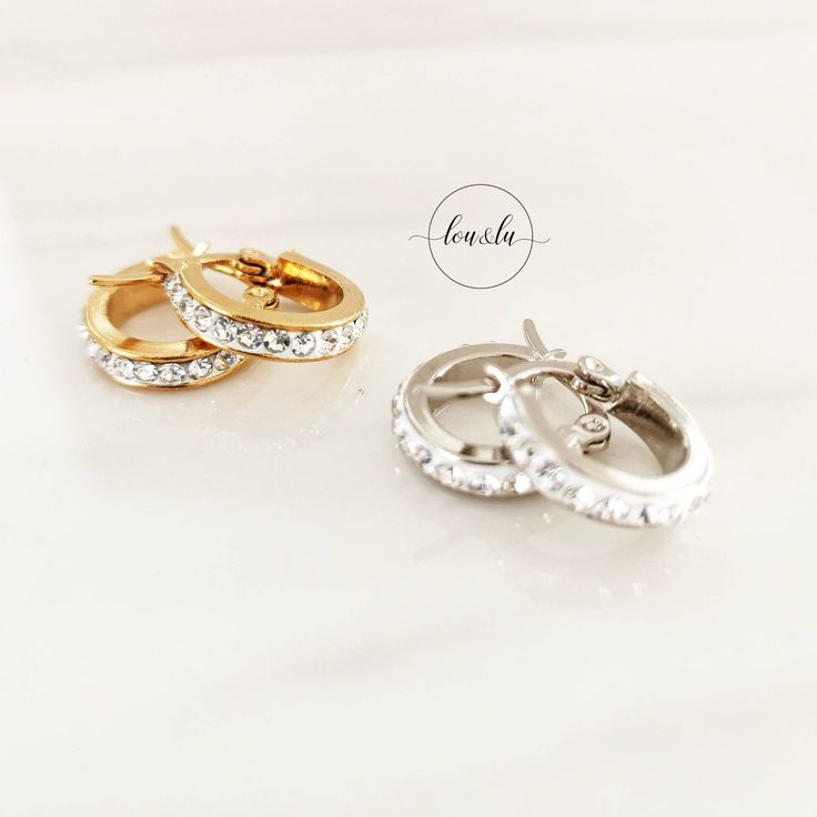 Creoles in gold and silver with small, recessed crystals, small, filigree creols in gold or silver, creoles crystal