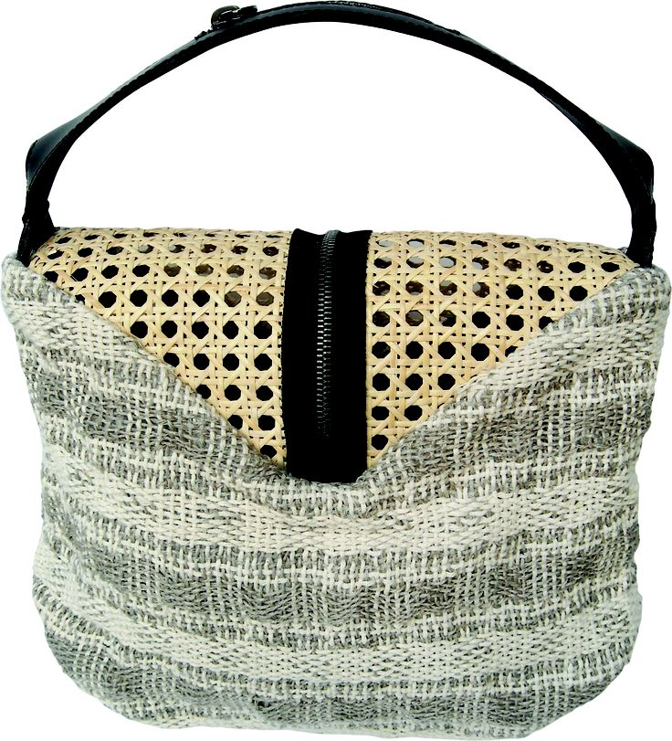 Pocker bag in handwoven fabric cavallo linen with natural straw. zipper detail.