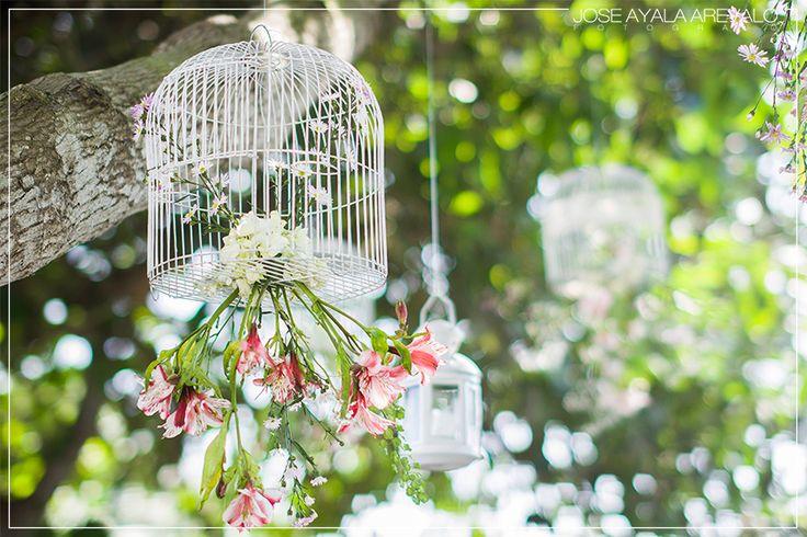 que genial es cuando los novios preparan hermosos detalles para la ceremonia, mi estilo en fotografía de bodas es hacer que cada imagen sea una obra de arte...esta imagen quedó romántica también...!!