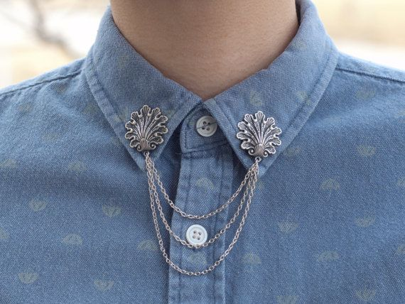 Beaux coquillages pour égayer votre col de chemise. Se fixe avec deux broches à larrière de chaque charme. Charmes de la coquille sont environ 1