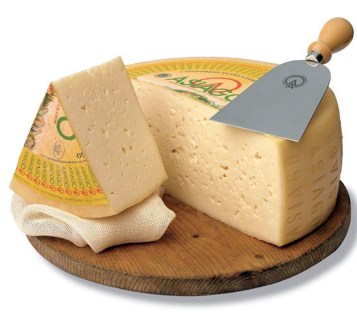 ASIAGO DOP è un formaggio tradizionale Veneto prodotto da latte vaccino a pasta semi-cotta nelle province di Vicenza, Trento e in parti confinanti di Padova e Treviso corrispondenti alla loro fascia pedemontana. Il nome dall'omonimo altipiano, in cui viene prodotto nella sola estate nelle caratteristiche 100 malghe di proprietà privata o collettiva che costituiscono per estensione il più importante sistema d'alpeggio dell'arco alpino #CarnevaliLuigi…