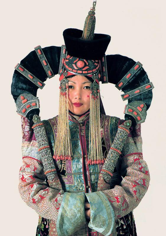 """Ещё о прическах.Теперь монгольская """"хавтгай"""". Спасибо огромное ariyatan за информацию,без её помощи я бы ничего не нашла. """"Головной убор состоял из прически (хабтагай),…"""