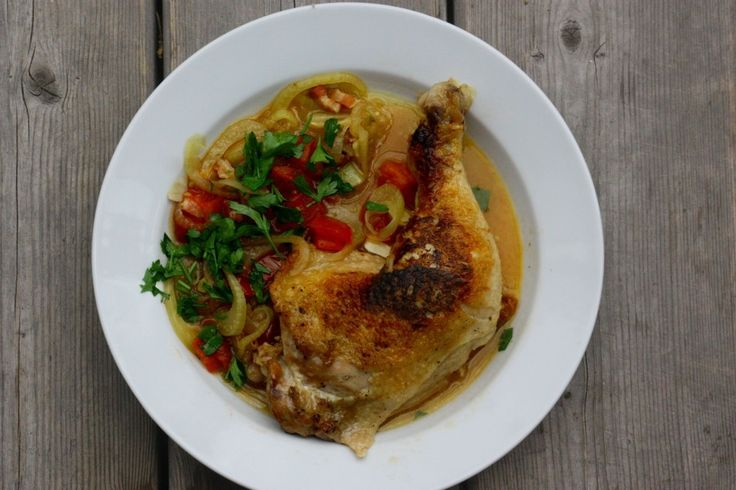 Easy Skillet-Braised Chicken With White Wine, Fennel and Pancetta