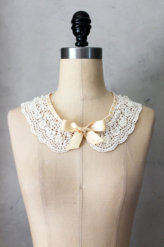 PRIM NECKLACE CHAMPAGNE - Ivory crochet lace bib collar necklace // ivory beige…
