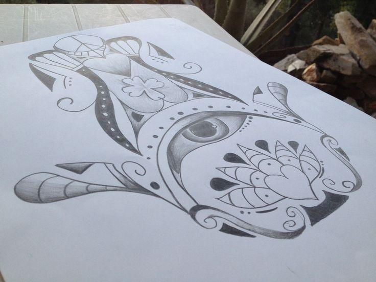 ﺧﻤﺴـة significa in arabo ''mano di Fatima''   Questo è un disegno personalizzato della mano di Fatima. E' colorato in bianco e nero a matita