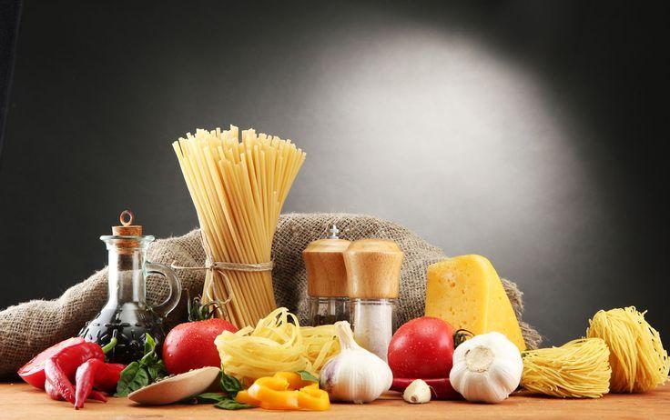 PASTA  L'Abruzzo è una delle capitali italiane per la produzione della pasta. La montagna e l'acqua purissima hanno fatto si che in questa regione si sviluppasse fin dall'800 una fiorente industria pastaia, che tutt'oggi lavora nel rispetto dell'antica tradizione artigiana e che raggiunge con i suoi prodotti i mercati di tutto il mondo.  Il mio lavoro di selezione si è ispirato esclusivamente a due principi: la qualità e la tradizione