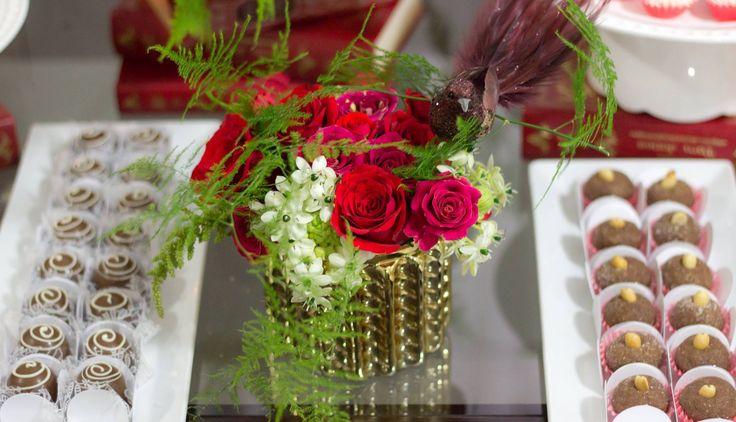 Vermelho e dourado  https://www.facebook.com/Lilian-Festas-Personalizadas-143636472476340/?ref=bookmarks