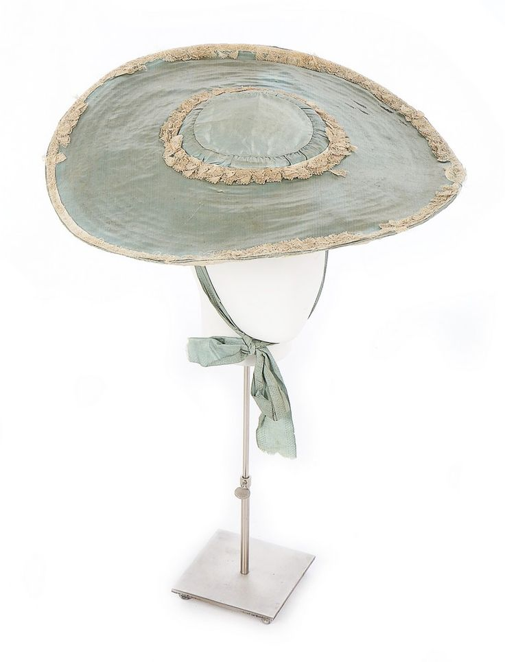 Bergère, England, ca. 1750-1760. Straw disc covered in pale blue silk on both sides, edged and trimmed in ivory silk bobbon lace, detached ribbon chin ties.