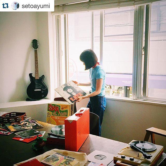 発売中のスープ。ちょっぴり気分があがる、おしゃれな時間の過ごし方を紹介しています。 みんなのお気に入りのレコードやフィルムカメラでの撮影……楽しいことがたくさん詰まっているのでぜひご覧ください 写真は瀬戸あゆみちゃんです。  #レコード #フィルムカメラ  #Repost @setoayumi with @repostapp. ・・・ 今月号のSoup.に載っています。 レコードを始めてみたり、インスタントカメラで写真を撮ったりしました。 読んでくださいな THANK YOU @soupmagazine ❤️ #soup