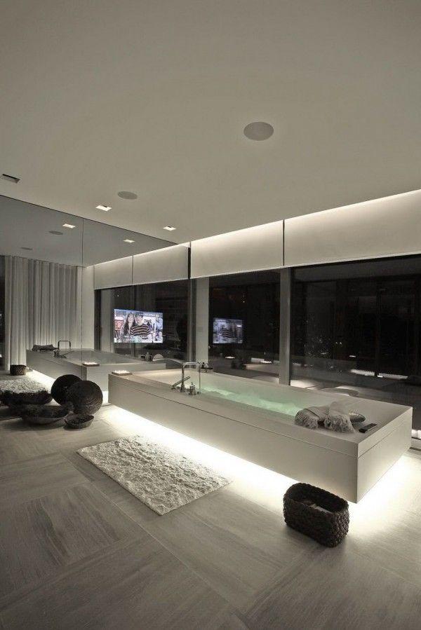 Luxus Badezimmer Inspiration Mit Indirekterbeleuchtung Badewanne Weiß Und  Coole Badezimmer Dekoration #Design #dekor #dekoration #design  #Heimtextilien ...