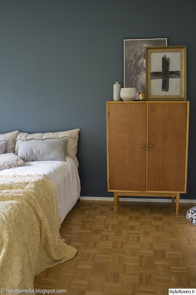 liinavaatekaappi,retro,värikäs koti,keltainen,petrooli,vintage,makuuhuone