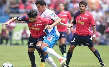 Vibrante encuentro del Veracruz enfrentando al Puebla. Veracruz.- Los Tiburones Rojo de Veracruz consiguieron adueñarse otra vez de los tres puntos de...