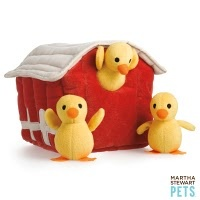 chicken coop party time! #dogs: Toys Dogs, Coops Parties, Pet Products, Chicken Coops, Pet Chicken, Farms Fun, Martha Stewart Pet, Favorite Toys, Coops Ideas