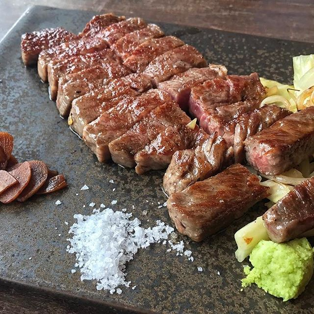 #latergram of Hokkaido Kamui Sirloin. This was the first time I had soy sauce soaked garlic slices instead of the usual fried garlic. I prefer the fried garlic 😜/ 北海道の神居牛サーロイン . . . . . . #foodgasm #foodstagram #foodography #gourmetgalore #fooddiary #foodporn #meat #wagyu #eeeeeats #photooftheday #steak #sirloin #teppanyaki #Tokyo #Tokyoeats #RoppongiHills #和牛 #ステーキ #霜降り #肉 #太る #美味い #肉食女子 #外食 #六本木ヒルズ #鉄板焼き #鉄板焼きステーキ #ランチ