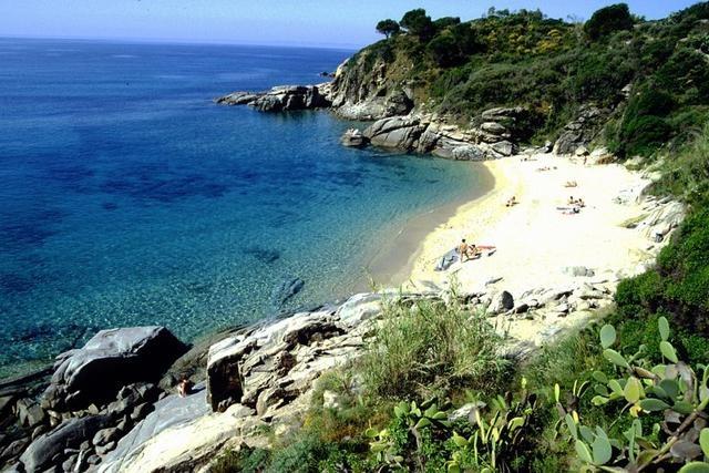 #Italy #travel #tuscany #beach #elba Cavoli - Isola d'Elba