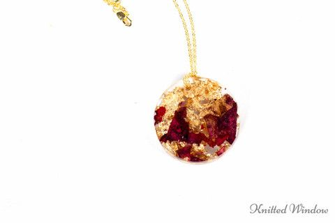 Circle Necklace with Rose Petals and Flakes of Gold