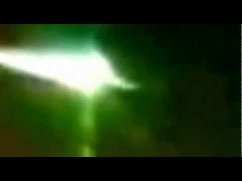 UFO intercetta e colpisce (deviandolo) il grosso meteorite caduto in Rus...