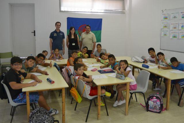 Voluntarios universitarios colaboran este verano con asociaciones en proyectos de educación e integración,   http://www.murcia.com/sanpedrodelpinatar/noticias/2014/08/29-voluntariado-universitario-verano.asp
